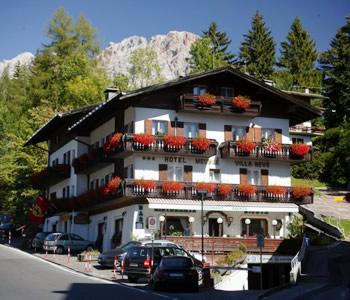 Hotel cortina d 39 ampezzo cortina d 39 ampezzo for Hotel meuble villa neve cortina