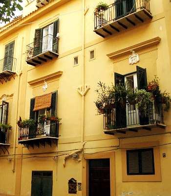 Hotel palermo via roma stazione centrale for Appartamenti in affitto roma